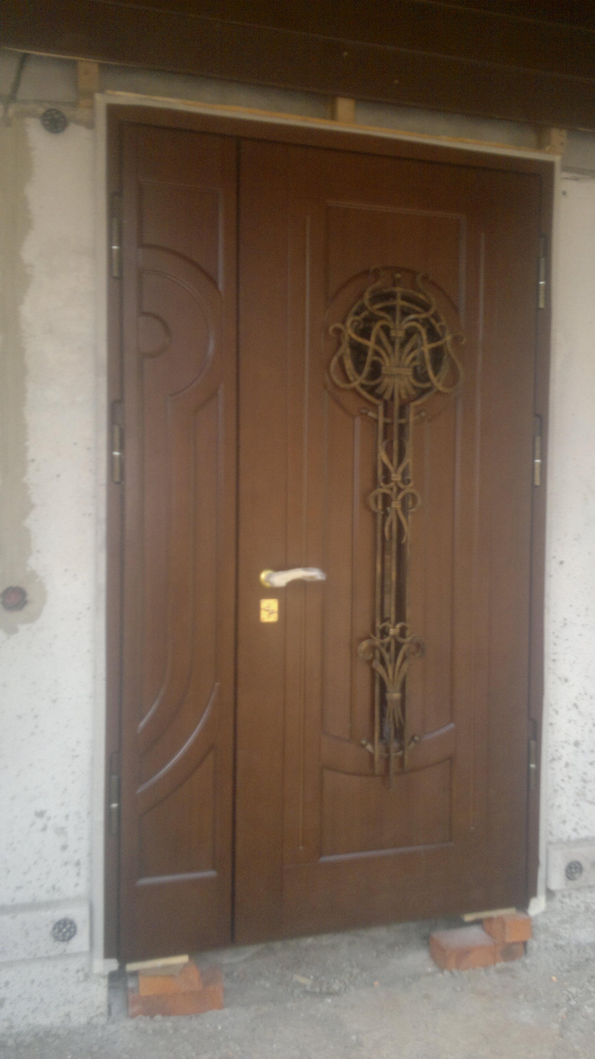 Металлические двери элит класса с отделкой панелями массив дуба и МДФ